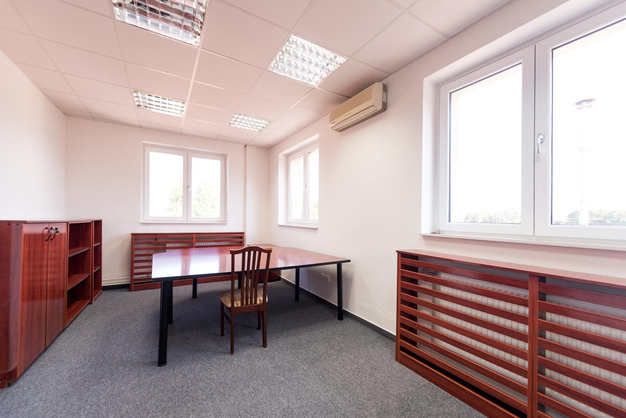 1151 Budapest, Bogáncs utca 4. kiadó iroda
