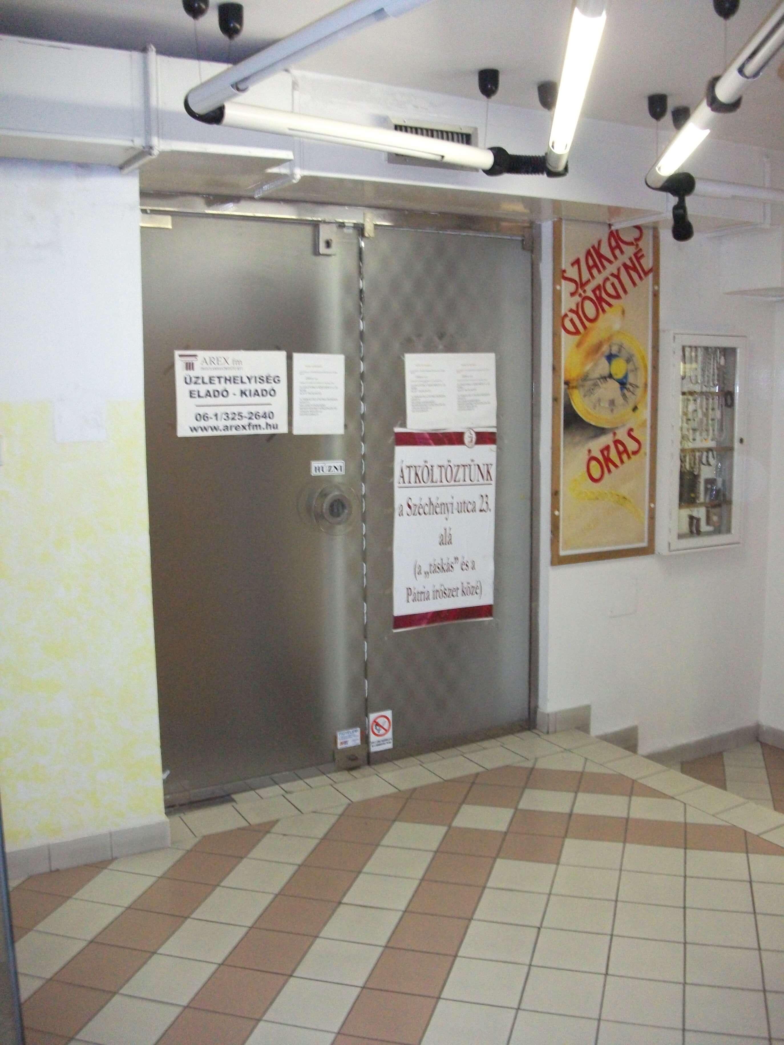 7100 Szekszárd, Széchenyi utca 21. kiadó üzlethelyiség